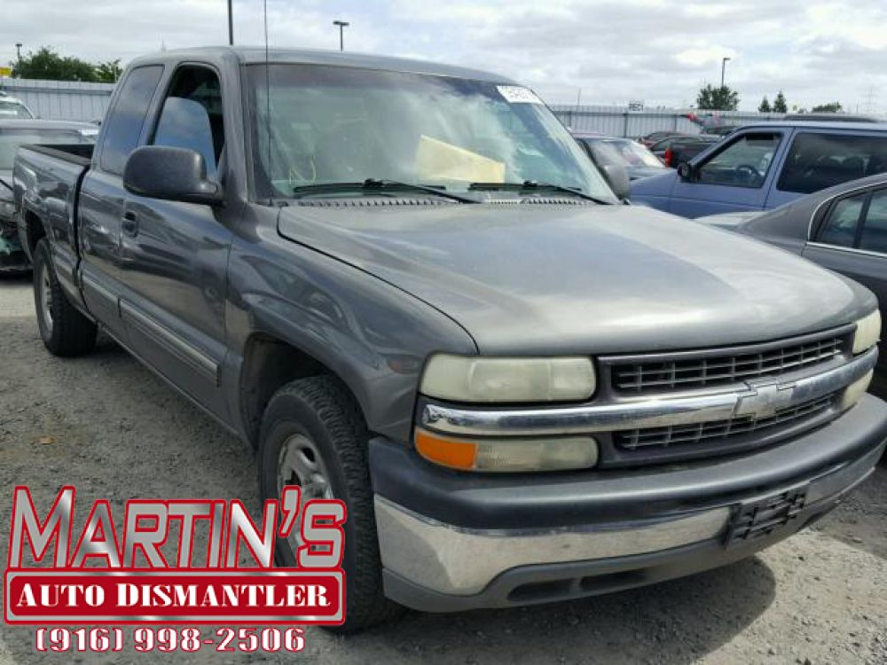 2002 Chevy Silverado (FOR PARTS)