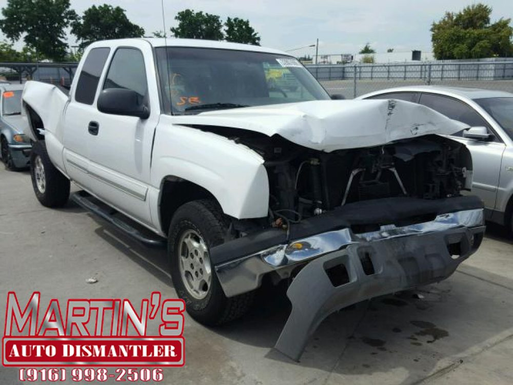 2003 Chevy Silverado (FOR PARTS)