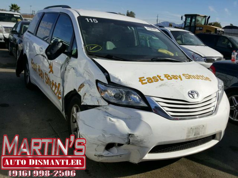 2015 Toyota Sienna LE (FOR PARTS)