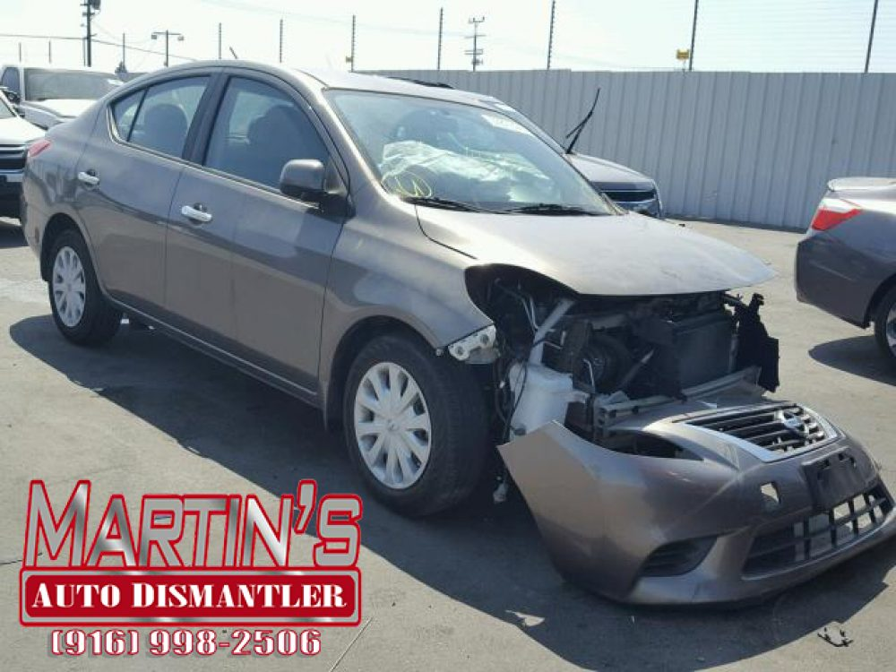 2013 Nissan Versa S (FOR PARTS)