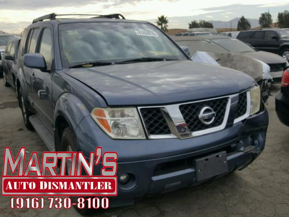 2005 Nissan Pathfinder LE (FOR PARTS)