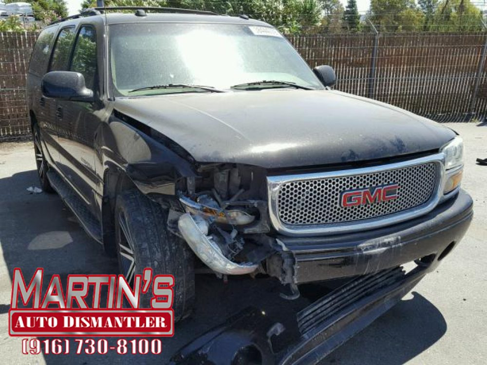 2004 GMC Yukon XL Denali (FOR PARTS)