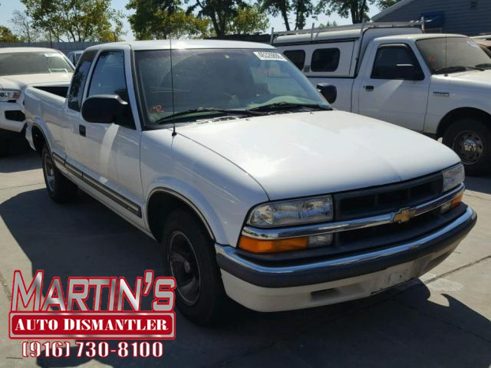 2000 Chevrolet S Truck S10  (FOR PARTS)