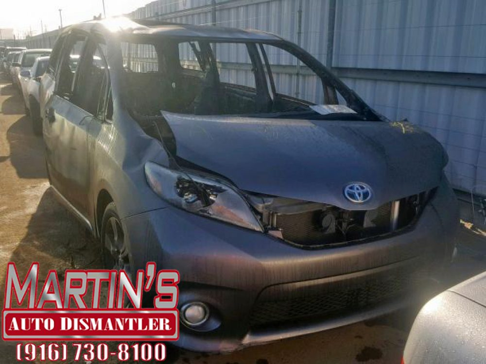 2015 Toyota Sienna Sport (FOR PARTS)